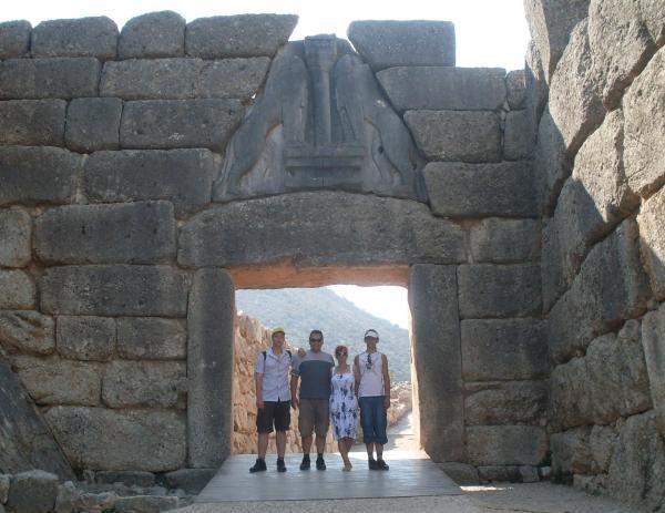 My family at the gate of Mûkéne