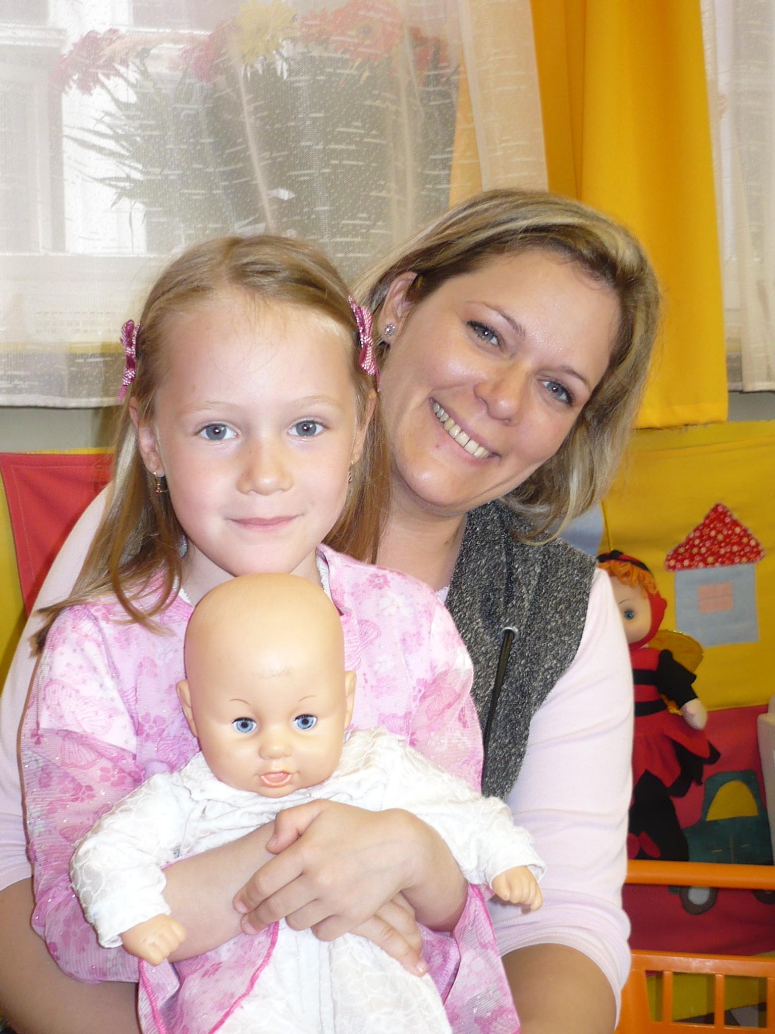 Veronika a 3 közül a legkisebb gyerekével, Nikivel.