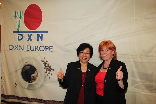 Csikós Ilona DXN distributor with Jane Yau Ganoterapeuta