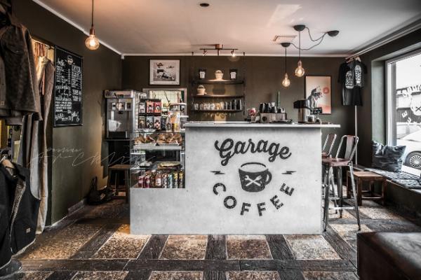 garázs kávézó